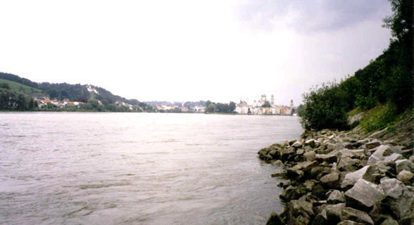 East of Passau, looking West and upstream towards Passau with the Inn River coming in on the left of the photo, the Donau on the right.