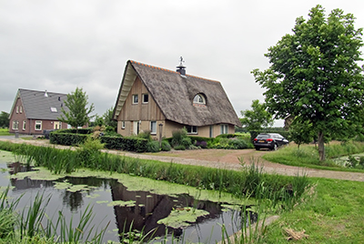 IMG_2350_1206hthatchedroofsm