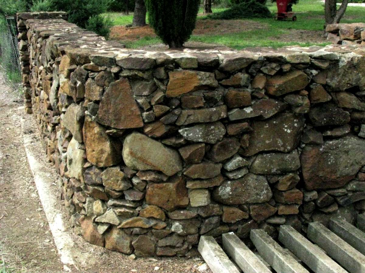 Building A Stone Wall : Building good looking stone walls