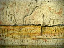 Carnarvon Gorge artwork wall of one thousand vulvas