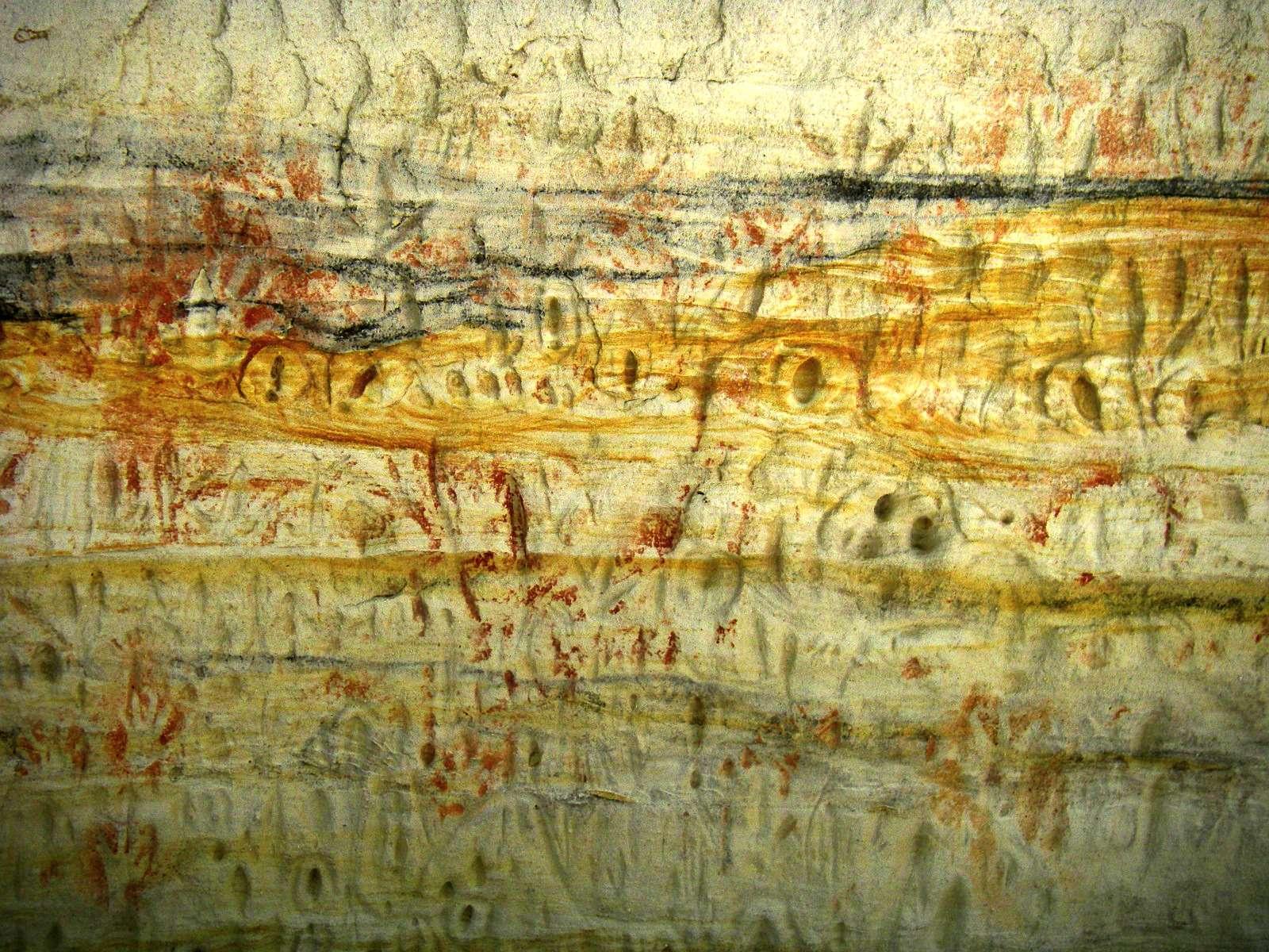 Carnarvon Gorge - an Aboriginal Rock Stencil Art site, with ...