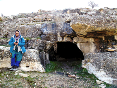 2._entrance_of_the_cave._the_person_in_the_photo_is_dr._marjan_mashkoursm